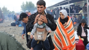 Europe-refugee-crisis-Father-and-baby-Caritas-Greece